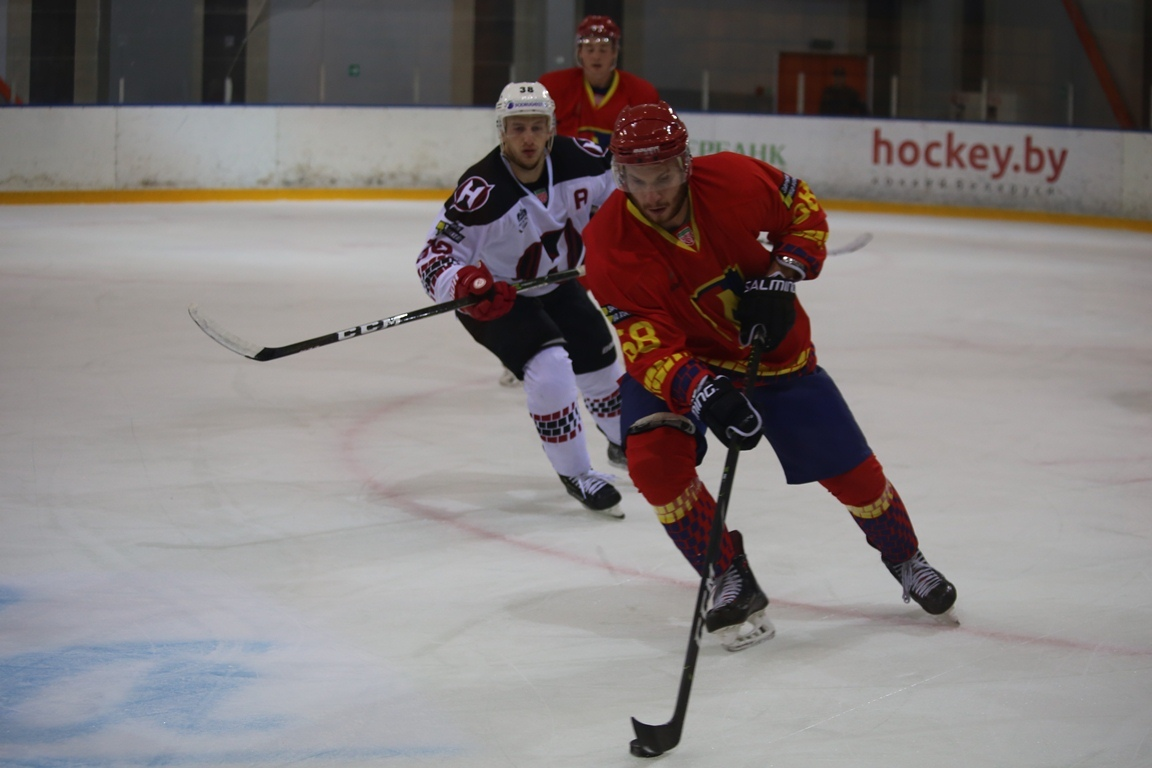 Евгений Бабитский (справа). Фото: lida.hockey.by